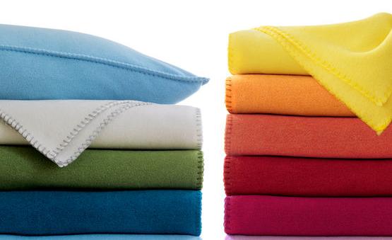 De vêtements en laine polaire et le microplastique